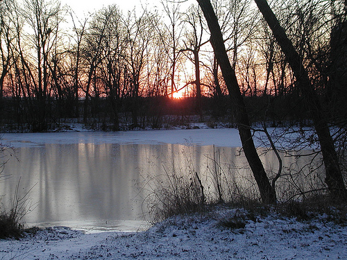 Выбирайте места, где лед немного присыпан снегом